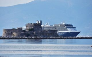 greece-tourism-insists-on-sunny-outlook-amid-refugee-crisis