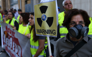 greek-and-turkish-cypriots-unite-in-anti-nuclear-protest