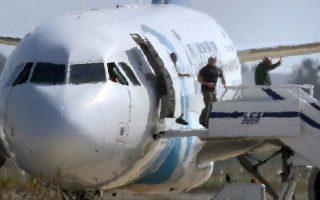 last-5-hostages-on-hijacked-egypt-plane-recall-fear-photo