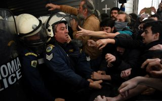 protesters-scuffle-with-police-at-rally-against-foreclosures