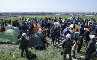 migrants-gathering-in-northern-greece-for-balkan-crossing