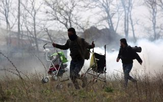 greek-police-fire-tear-gas-at-migrants-in-diavata