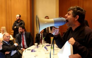 hospital-doctors-barge-into-zappeion-to-protest-seminar-on-ppps