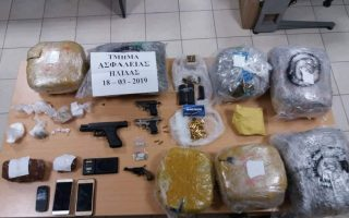 big-drug-and-cash-haul-made-in-bust-on-narcotics-gang