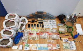 police-arrest-23-suspected-members-of-cocaine-smuggling-ring