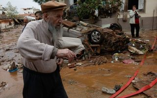 piraeus-municipality-collecting-food-and-clothing-for-flood-victims0