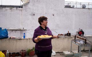 amid-stricter-lockdown-greeks-roast-lamb-to-celebrate-easter