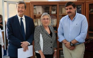 greek-education-ministry-signs-agreement-with-french-institut-pasteur