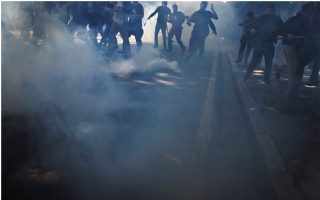 protesting-greek-teachers-scuffle-with-police-in-athens