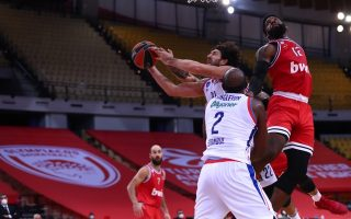 efes-beats-olympiakos-on-the-rebounds