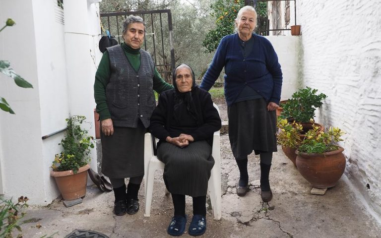we-know-what-it-means-to-be-a-refugee-say-lesvos-grandmothers0