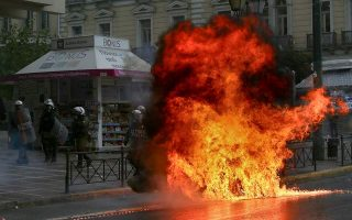 protesters-clash-with-police-at-grigoropoulos-anniversary-march