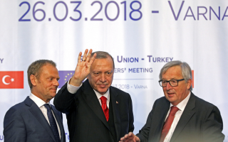 top-eu-officials-urge-ankara-to-free-soldiers-stop-violations