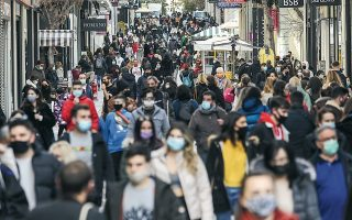 crowds-gather-in-central-athens-ahead-of-new-restrictions0
