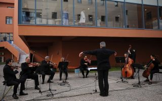 ert-orchestra-performs-for-patients-doctors-at-athens-hospital