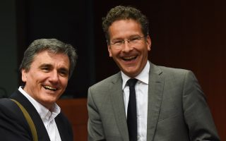 at-eurogroup-greece-reminded-it-has-days-to-pass-measures0