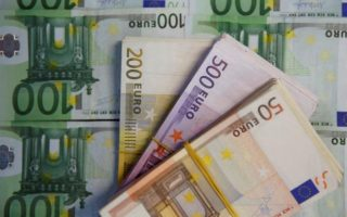 watchdog-says-131-eu-bankers-one-in-greece-earned-5-mln-in-2014