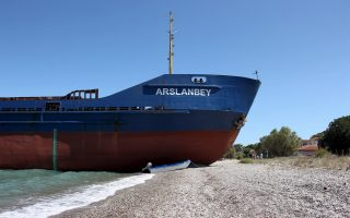 grounded-ship-off-evia-refloated