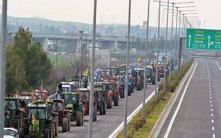 farmers-to-temporary-close-national-highway-at-platykambos-junction