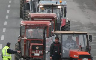 greek-farmers-end-road-blocks-for-now