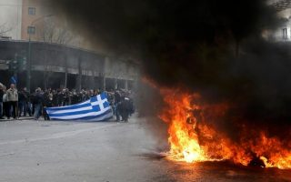 greek-farmers-clash-with-riot-police-in-pensions-protest