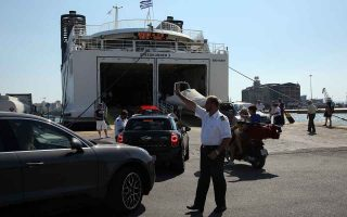 last-wave-of-athenians-leave-for-holidays