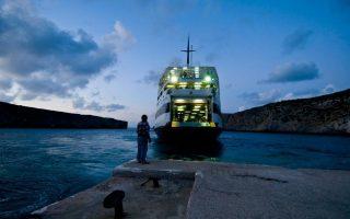 corfu-dockworkers-extend-strike