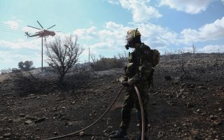 fire-threatening-homes-in-coastal-town-near-athens-contained