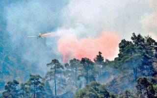 fire-in-karystos-not-threatening-homes-authorities-assure