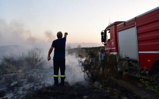 firefighters-tackle-forest-blaze-on-corfu