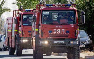 car-blaze-causes-tailbacks-on-mesogeion