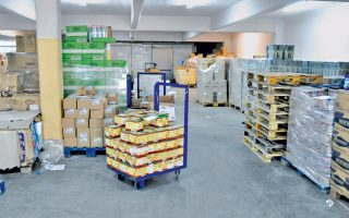 regional-authority-of-central-greece-distributes-food-to-those-in-need
