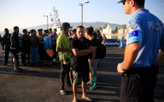frontex-sends-300-guards-in-migrant-mission-to-greece