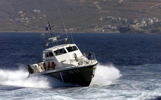 coast-guard-frontex-boats-seek-smuggling-vessel-carrying-50-off-samos