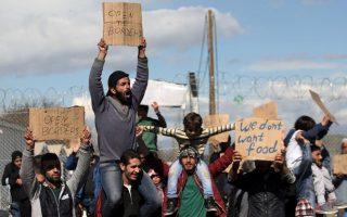 fyrom-police-fire-tear-gas-at-migrants