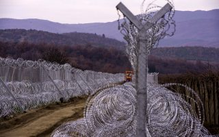 fyrom-expands-fence-to-stop-migrants