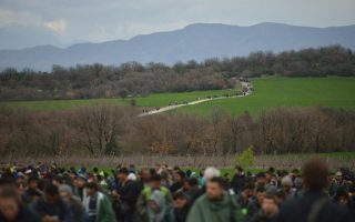 refugees-scramble-for-way-past-eu-amp-8217-s-closed-balkan-door