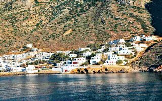 islanders-divided-over-plans-to-expand-sifnos-port0