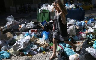 garbage-piles-up-in-streets-of-athens