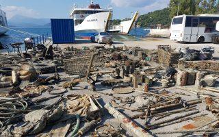 volunteer-divers-in-poros-bring-up-tons-of-waste