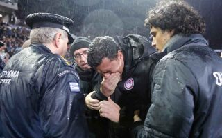olympiakos-manager-to-spend-the-night-in-hospital