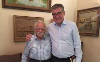former-german-ambassador-to-greece-schoof-pays-tribute-to-the-great-manolis-glezos