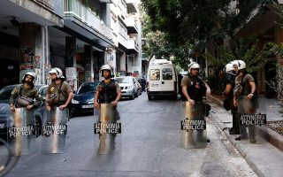 police-continue-crackdown-on-exarchia-lawlessness
