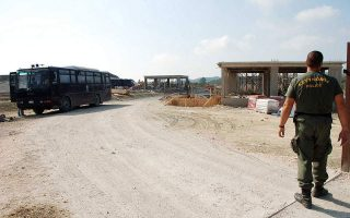 man-injured-by-explosive-during-corfu-landfill-clashes