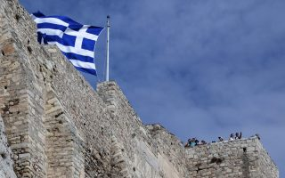 greek-pm-finmin-hail-better-than-expected-gdp-data