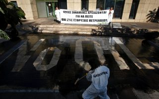 activists-protest-drilling-plans-oil-spill