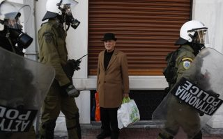 police-beef-up-presence-in-central-athens-on-teen-amp-8217-s-killing-anniversary