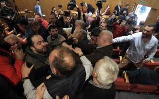 greek-unionists-come-close-to-blows-at-meeting