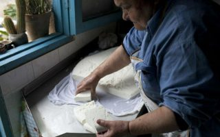 cyprus-halloumi-producers-face-export-woes