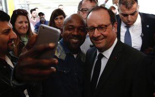 former-french-president-francois-hollande-visits-refugee-camp-in-athens